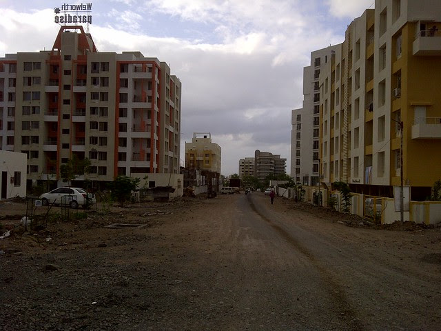 Welworth Paradise and the way to Supreme Pallacio from Amit's Sereno, 2 BHK & 3 BHK Flats near Pancard Clubs, Baner Pune 411045