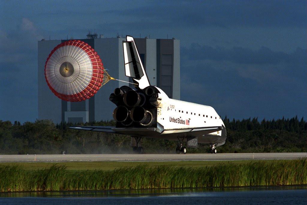 Oct06-1997-STS86landing