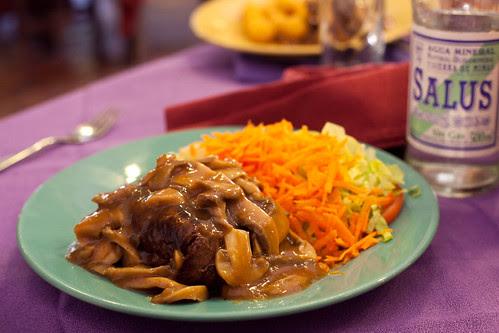bife de lomo y champinion con ensalada