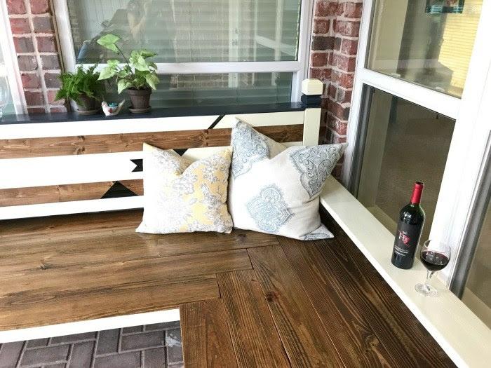 http://abbottsathome.com/2017/04/diy-outdoor-bench-igbuilderschallenge