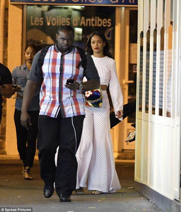 """Ela é boa: Na sexta-feira houve preocupação com a segurança do ex-namorada de Chris Brown e Drake.  Mas seu representante rapidamente retransmitida ela era """"seguro e ok '"""