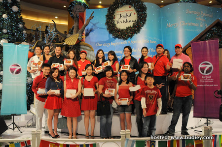 Group picture - Chermaine Poo with family, friends, and the public @ Sunway Pyramid