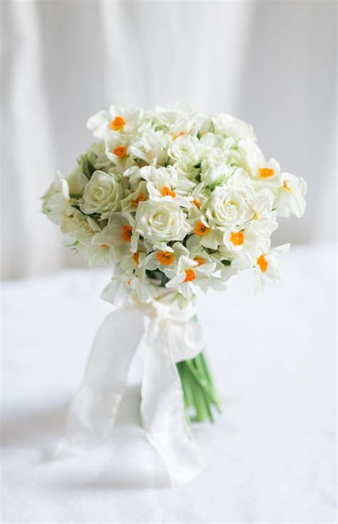 Buy Bouquet of White Roses & Narcissus Flowers