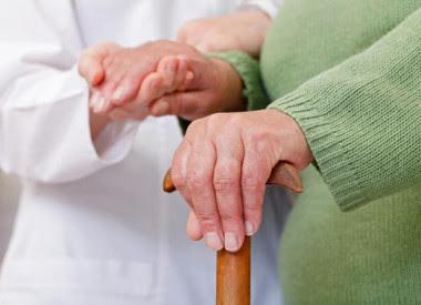 <p>El motivo suele estar en una mala gestión del cuidado, ya que se trata de una tarea muy dura que desborda a las personas que la llevan a cabo. / Fotolia</p>