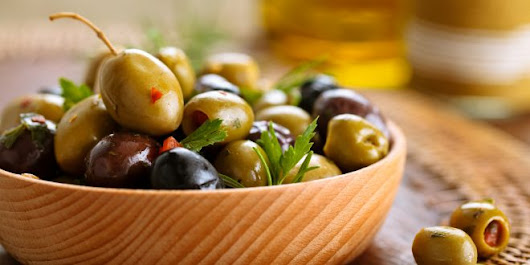 OLIVES: This low-carb snack fights inflammation, Alzheimer's, Diabetes, and even helps you lose weight