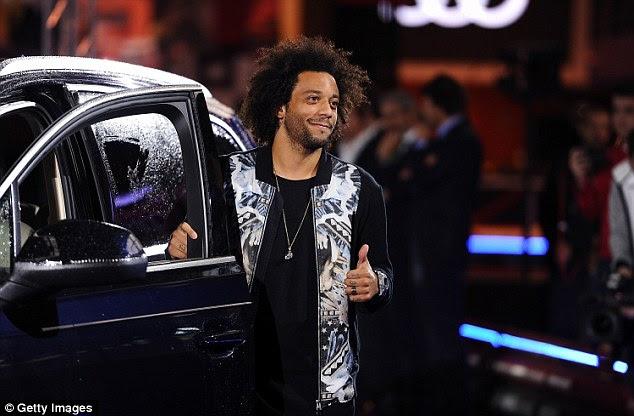Lateral brasileño Marcelo optó por un color oscuro para su coche de cortesía en el lanzamiento