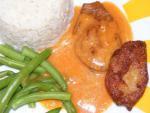 Sojamedaillons, Reis, Bohnen, braune Sauce