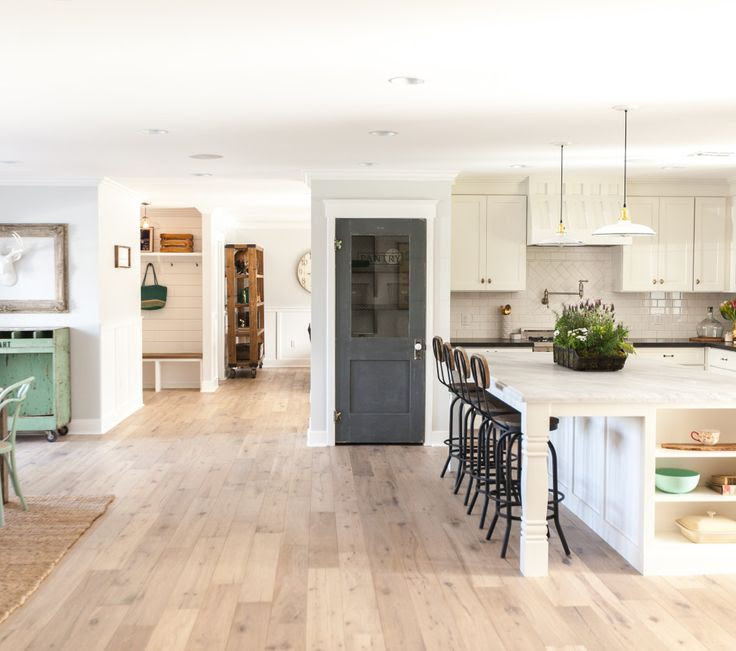 Kitchen Flooring Ideas The Top 25 Trends Of The Year Kitchens With Light Floors And Dark Cabinets