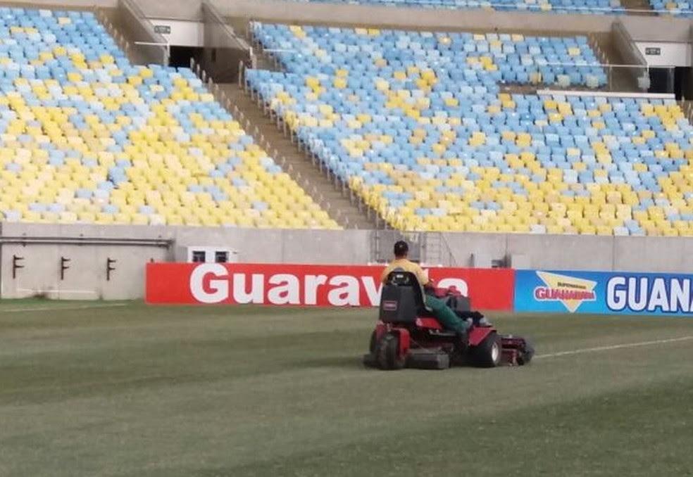 Reparos no gramado do Maracanã (Foto: Divulgação)