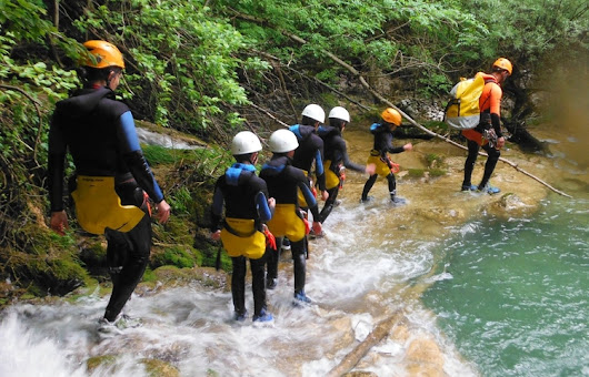 CANYON spécial FAMILLE - Canyoning - Equilibre-Vertical