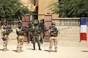 French battle Mali Islamists as Tuareg problem looms