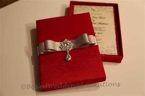 we made these gorgeous wedding invitation boxes & cards