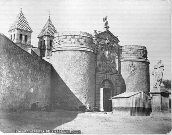 Puerta de Bisagra en el siglo XIX. Fotografía de Casiano Alguacil