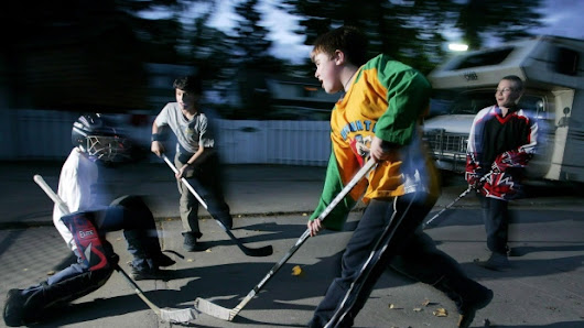 Ontario cabinet minister calls on council to lift road hockey ban