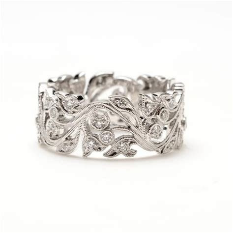This bold vine scroll ring combines nature inspired shapes