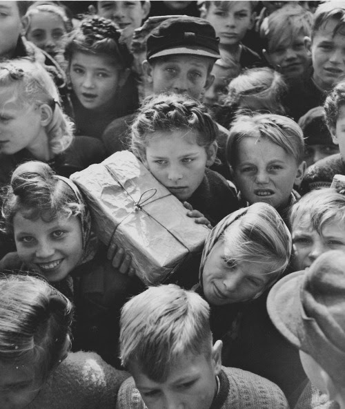 Children with gifts from the Berlin Airlift, photographed by Hank Walker, 1948