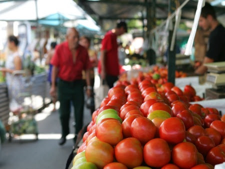 Resultado de imagem para banca de feira com tomates