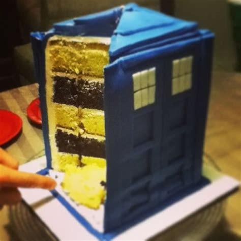 Time Machine Wedding Cakes : tardis cake