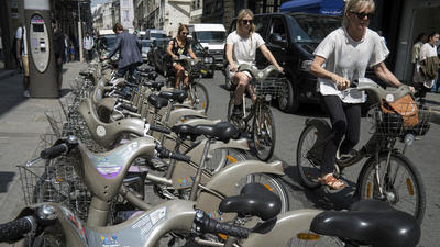 Bike-sharing in Paris is expensive tour de France