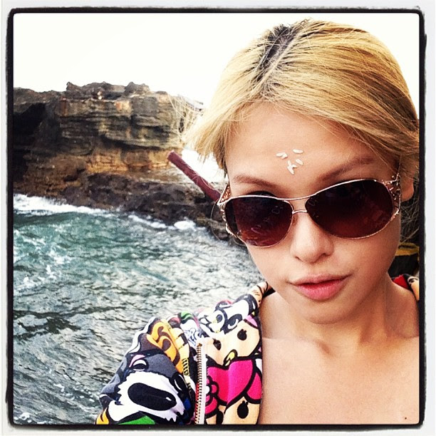That's me on #tanahlot taking photo of the sea and rock formation behind me. And yes, that's rice on my forehead. #hindu #pray #bali #hinduism #travel #kerobokan #holy