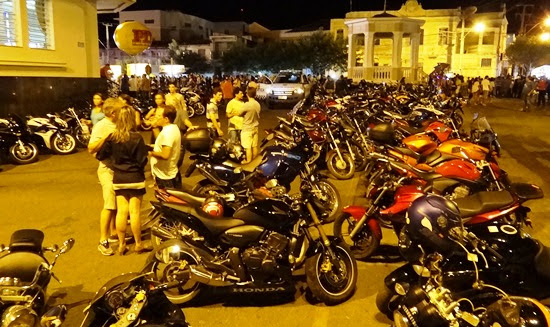 No período do evento a cidade fica tomada pelas motocicletas.