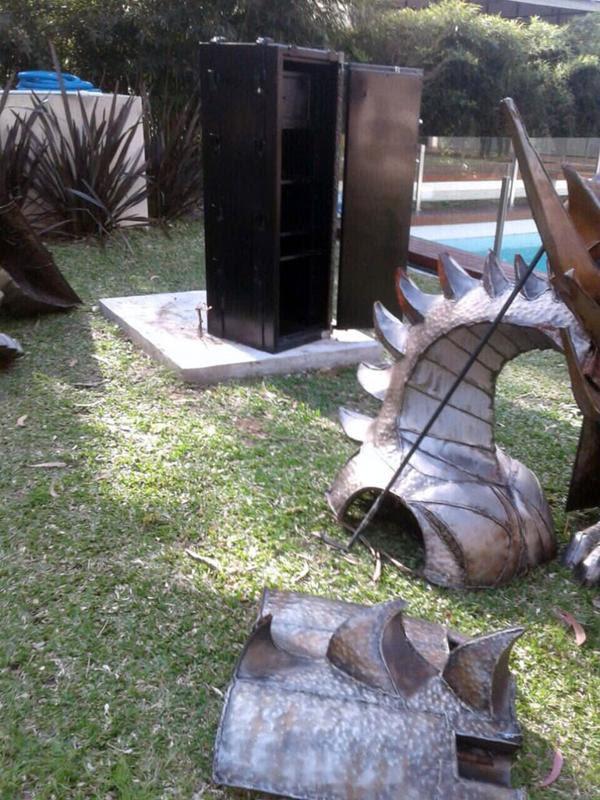 El dragón, desguazado (@javoloza)