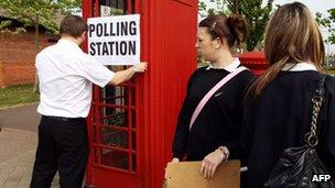 http://news.bbcimg.co.uk/media/images/63424000/jpg/_63424732_votes.jpg