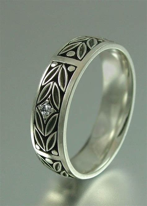 EVERGREEN LAUREL silver wedding band with diamond accent