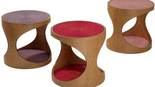"""""""Visitamos fábricas em busca de sobras de material que aqui viram peças de design. Fazemos tudo de forma artesanal. Um exemplo são os bancos Biju, que têm estrutura de bobina de papel kraft e assento de juta"""" (Foto: Casa e Jardim)"""