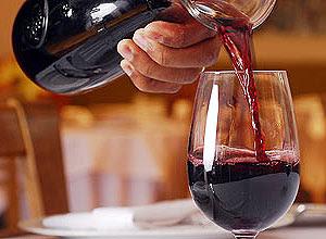 Bebedores moderados de vinho apresentam desempenho cognitivo superior ao dos que bebem pouco ou nada