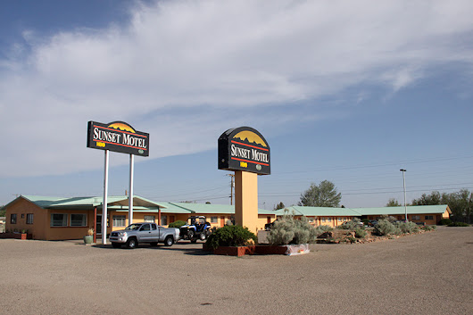 Motel Monday: The Sunset Motel - Mid Century Style Magazine