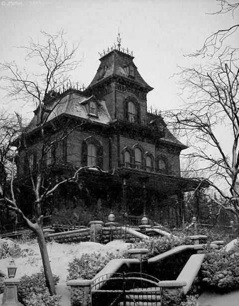 End House is waiting for you. It might look dark and deserted, but the house is alive. It's alive with The Dead! Come and explore. You won't be disappointed. THE DEAD GAME BY SUSANNE LEIST http://www.barnesandnoble.com/w/the-dead-game-susanne-leist/1116825442?ean=2940148410881