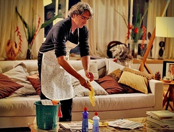 Homem fazendo faxina http://www.cantinhojutavares.com