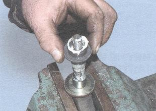 статья про Ремонт маятникового рычага на автомобиле ВАЗ 2106 - разборка, дефектовка и сборка маятникового рычага
