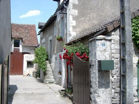 External view of village house to rent in Barrou in the Loire Valley,France