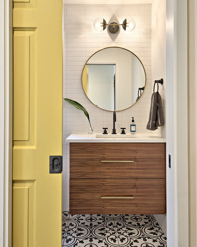 Chaos-Free Zone: How to Keep the Bathroom Organized