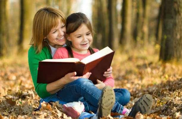 μητέρα παιδί εκπαίδευση παραμύθια διάβασμα