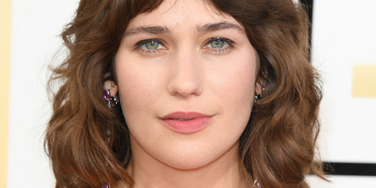 Lola Kirke Didn't Shave Her Armpits For The Globes. Now Get Over It.