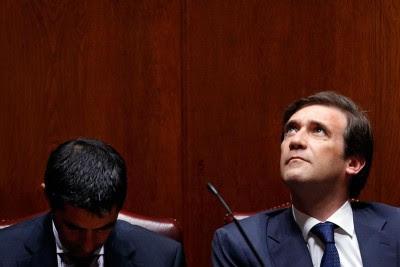 """Para o Bloco de Esquerda, o rating de """"lixo"""" foi a resposta da Moody's aos cortes e recessão anunciados por Passos Coelho e Vítor Gaspar."""