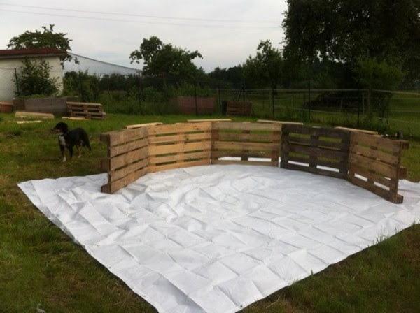 DIY Pallet Swimming Pool 1