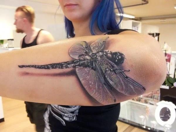 75 desenhos de tatuagem de libélula bonito e sexy 37 por Bryan