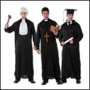Почему судьи одеты в поповские балахоны?