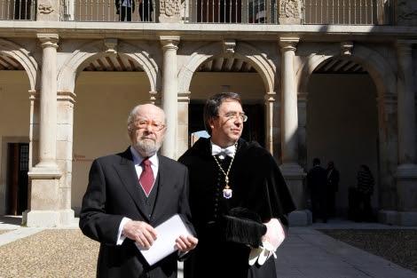 Caballero Bonald, antes de la ceremonia del Premio Cervantes. | José Aymá