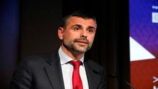 El conseller de Cultura, Santi Vila, ha inaugurat aquest dijous 23 de març a la tarda el simposi 'La cultura que ve' (pla mig horitzontal)