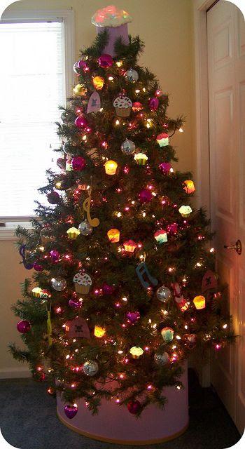 Cupcake Christmas Tree | #christmas #xmas #holiday #decorating #decor #xmastree