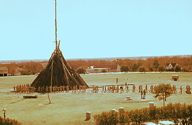 File:Late 50s Aggie Bonfire.jpg