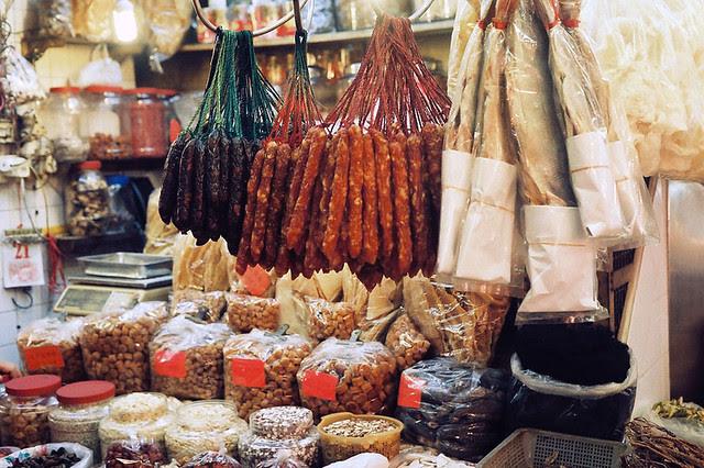 Market in Hong Kong Minolta Hi-matic