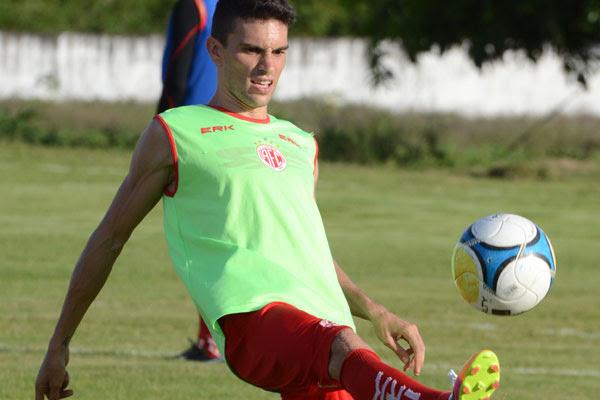 Rodrigo Pimpão esteve próximo de levar um calote fora do País