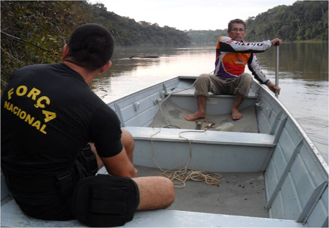 Pastor Antônio Vasconcelos, na época em que tinha escolta policial. Foto: Acervo da Associação dos Produtores da Assembléia de Deus do Rio Ituxi