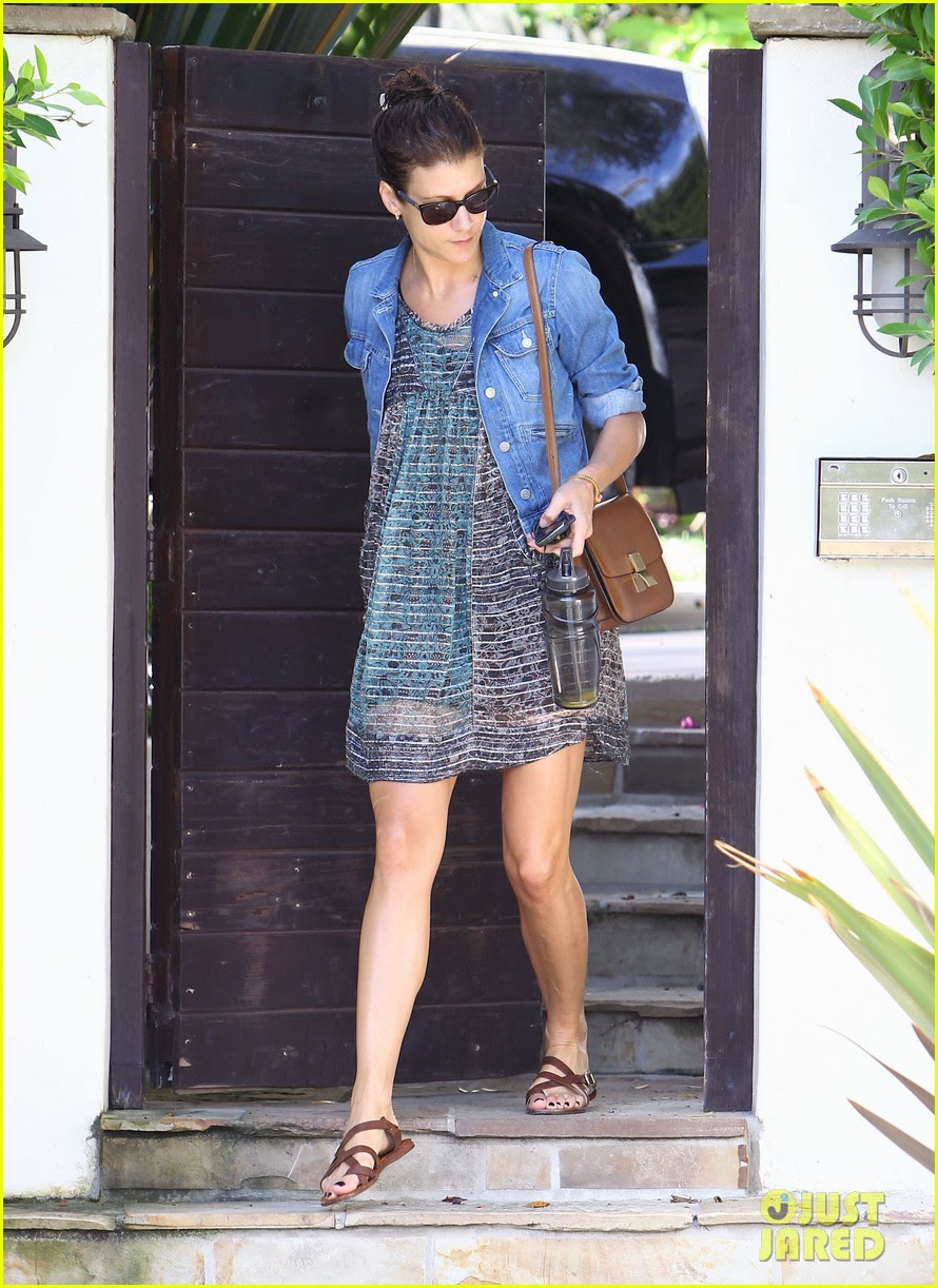 kate walsh short dress leaves home 03